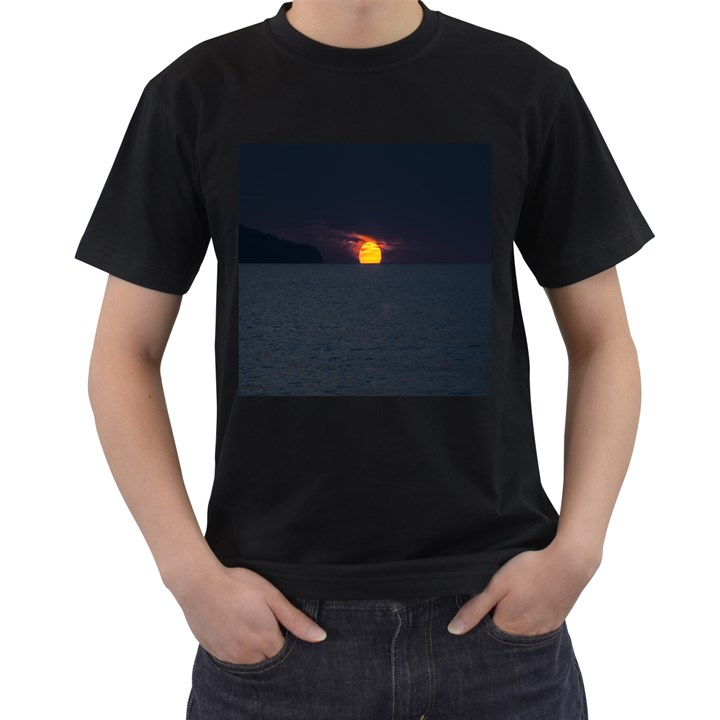 Sunset Ocean Azores Portugal Sol Men s T-Shirt (Black)