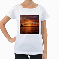 Sunset Sea Afterglow Boot Women s Loose-Fit T-Shirt (White)