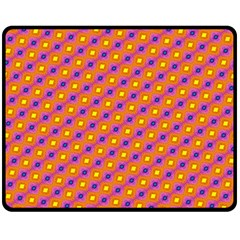Vibrant Retro Diamond Pattern Fleece Blanket (Medium)