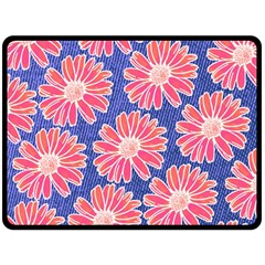 Pink Daisy Pattern Fleece Blanket (Large)