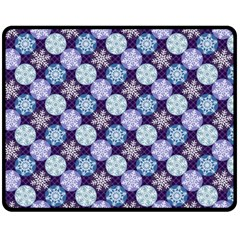Snowflakes Pattern Fleece Blanket (Medium)