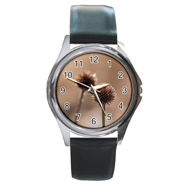 2  Verwelkte Kugeldistel Round Metal Watch