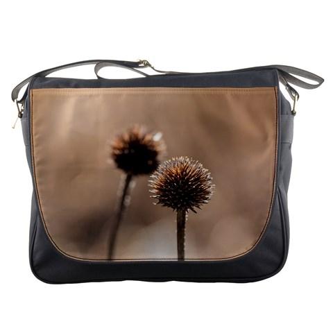 2  Verwelkte Kugeldistel Messenger Bags