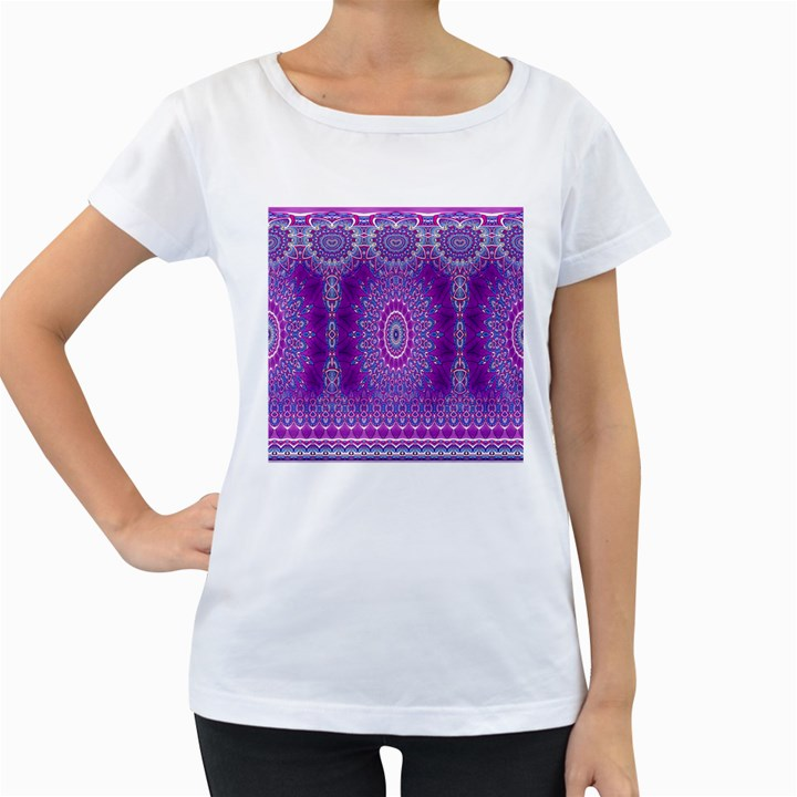 India Ornaments Mandala Pillar Blue Violet Women s Loose-Fit T-Shirt (White)