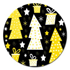 Yellow playful Xmas Magnet 5  (Round)