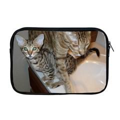 Ocicat Tawny Kitten With Cinnamon Mother  Apple MacBook Pro 17  Zipper Case
