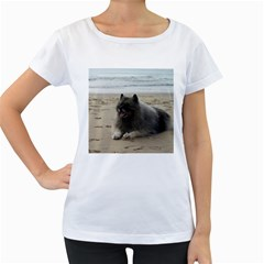 Keeshond On Beach  Women s Loose-Fit T-Shirt (White)