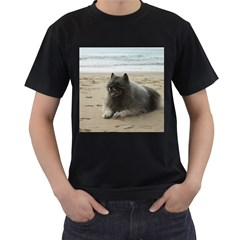 Keeshond On Beach  Men s T-Shirt (Black)