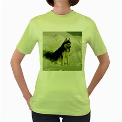 Siberian Husky Sitting in snow Women s Green T-Shirt