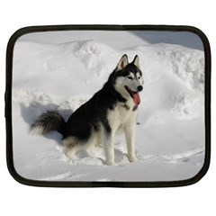 Siberian Husky Sitting in snow Netbook Case (Large)