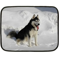 Siberian Husky Sitting in snow Fleece Blanket (Mini)