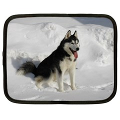 Siberian Husky Sitting in snow Netbook Case (XL)