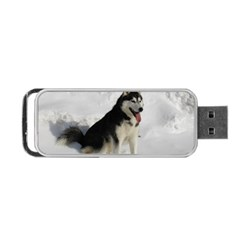 Siberian Husky Sitting in snow Portable USB Flash (One Side)