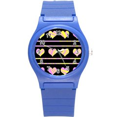 Pink and yellow harts pattern Round Plastic Sport Watch (S)