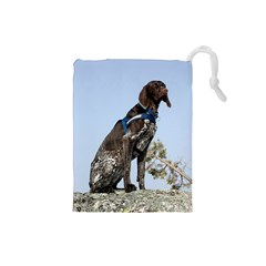 German Shorthair Pointer Sitting Drawstring Pouches (Small)