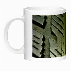 Mature Black Auto Altreifen Rubber Pattern Texture Car Night Luminous Mugs