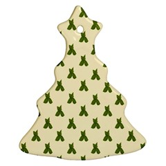 Leaf Pattern Green Wallpaper Tea Christmas Tree Ornament (Two Sides)