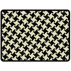 HTH2 BK-MRBL BG-LIN Fleece Blanket (Large)