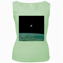 Astronaut Floating Above The Blue Planet Women s Green Tank Top