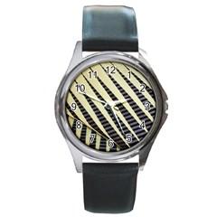 Line Chevron Triangle Grey Round Metal Watch