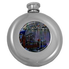 Christmas Boats In Harbor Round Hip Flask (5 oz)