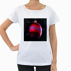 Glass Ball Decorated Beautiful Red Women s Loose-Fit T-Shirt (White)