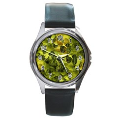Olive Seamless Camouflage Pattern Round Metal Watch