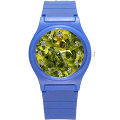 Olive Seamless Camouflage Pattern Round Plastic Sport Watch (S)