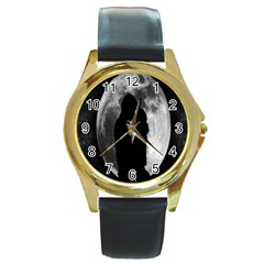 Silhouette Of Lovers Round Gold Metal Watch