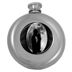 Silhouette Of Lovers Round Hip Flask (5 Oz)