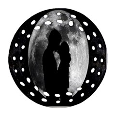 Silhouette Of Lovers Ornament (round Filigree)