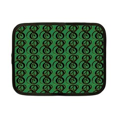 Abstract Pattern Graphic Lines Netbook Case (small)