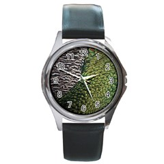 Bird Feathers Green Brown Round Metal Watch