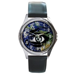 Mother Earth  Round Metal Watch