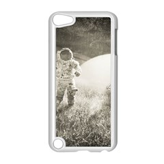 Astronaut Space Travel Space Apple iPod Touch 5 Case (White)