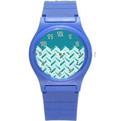 Zigzag pattern in blue tones Round Plastic Sport Watch (S)