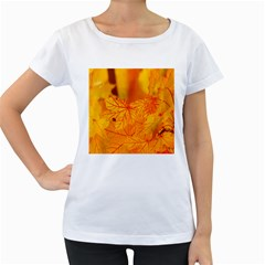 Bright Yellow Autumn Leaves Women s Loose Fit T Shirt (white)