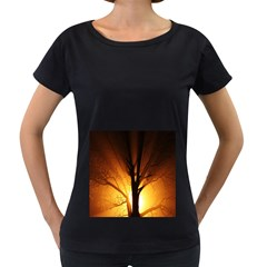 Rays Of Light Tree In Fog At Night Women s Loose Fit T Shirt (black)