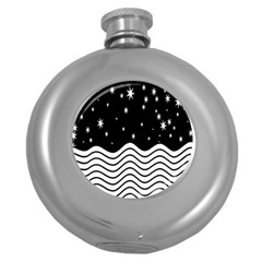 Black And White Waves And Stars Abstract Backdrop Clipart Round Hip Flask (5 Oz)