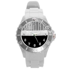 Piano Keys On The Black Background Round Plastic Sport Watch (L)