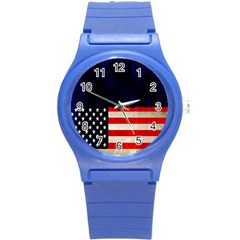 Grunge American Flag Background Round Plastic Sport Watch (S)