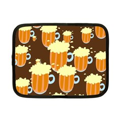 A Fun Cartoon Frothy Beer Tiling Pattern Netbook Case (small)