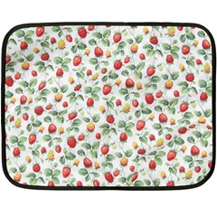 Strawberry pattern Fleece Blanket (Mini)