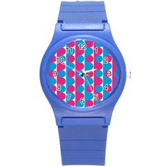 Pink And Bluedots Pattern Round Plastic Sport Watch (S)