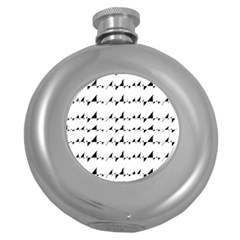 Black And White Wavy Stripes Pattern Round Hip Flask (5 oz)