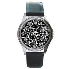 Skulls Pattern Round Metal Watch