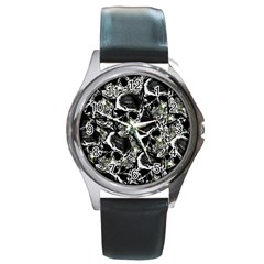 Skulls Pattern Round Metal Watch