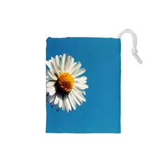 Daisy On Blue Drawstring Pouches (Small)