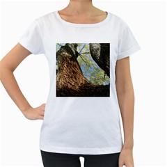 Willow Tree Reaching Skyward Women s Loose-Fit T-Shirt (White)