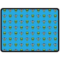 Alien Pattern Fleece Blanket (large)